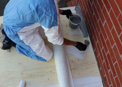 Appliquer le melange près de votre revêtement extérieur à l'aide d'un pinceau pour éviter de le salir - Plasto