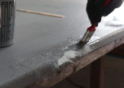 Appliquer la 2e couche de résine sur la fibre de verre